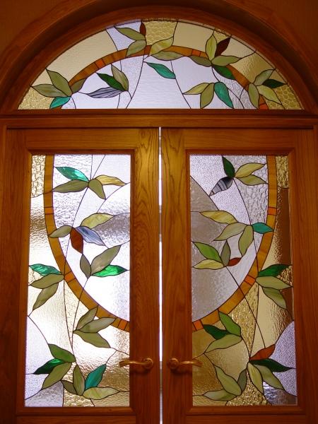 дверь в загородном доме